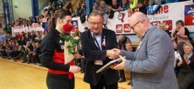 Plażowa uroczystość podczas meczu w Szczecinie